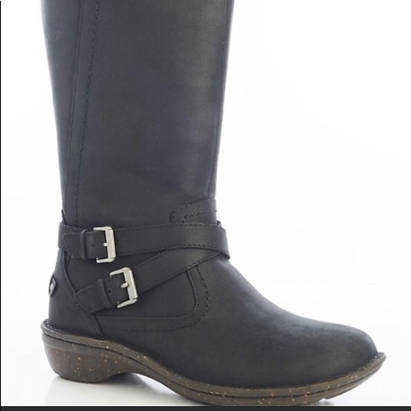 Leather authentic uggs black boots
